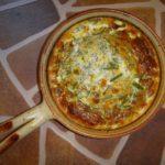 Омлет со сметаной на сковороде