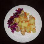 Картошка тушеная с курицей и морковью