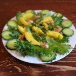 Салат из курицы с манго. Два вида подачи.