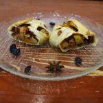 Штрудель из слоеного теста с яблоками и грецкими орехами