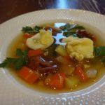 Овощной суп с капустой и яйцами