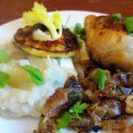 Пюре из сельдерея с картофелем и куриными бедрышками
