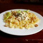 Фарфалле в йогуртовом соусе с арахисом