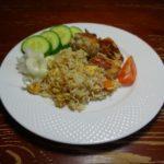 Курица с яйцом и рисом