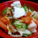 Лёгкий салат из капусты, помидоров и феты