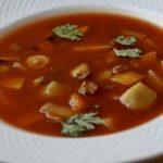 Томатный суп с чечевицей и мидиями