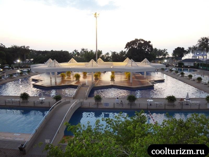 большой бассейн в Амбассадоре