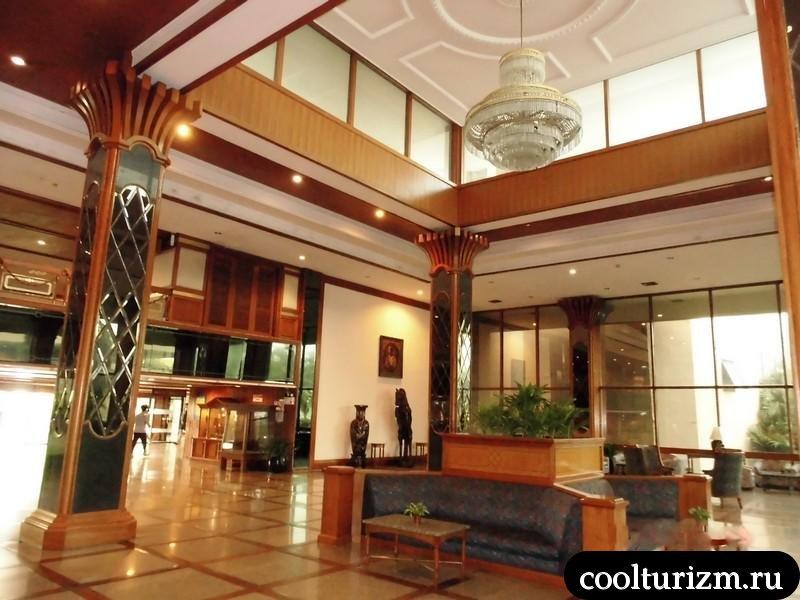 В холле Марины тауер.Амбассадор