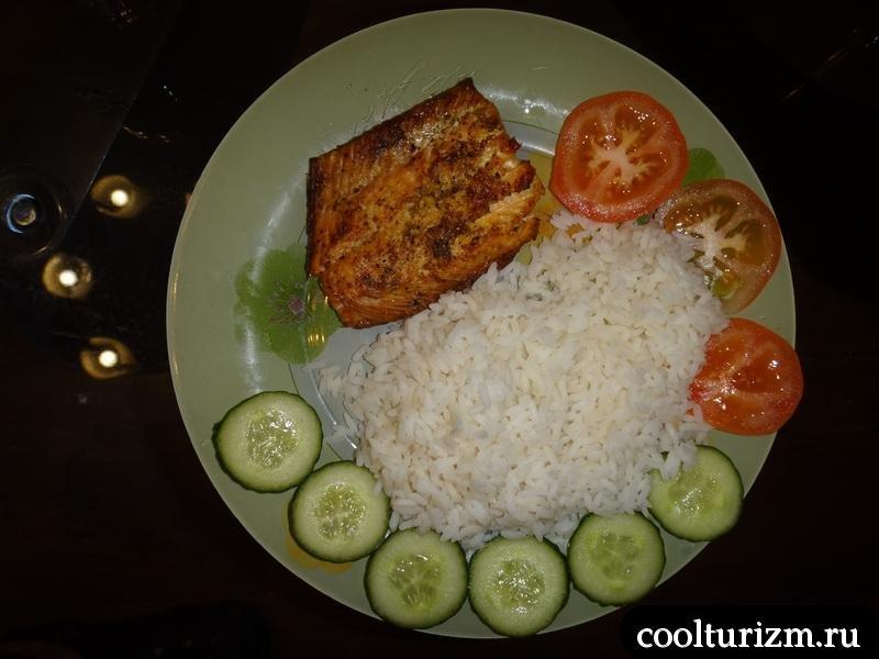 сервировка горбуши с рисом