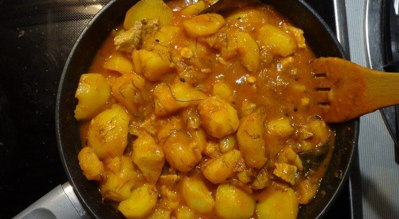 тушеная картошка с мясом и томатной пастой