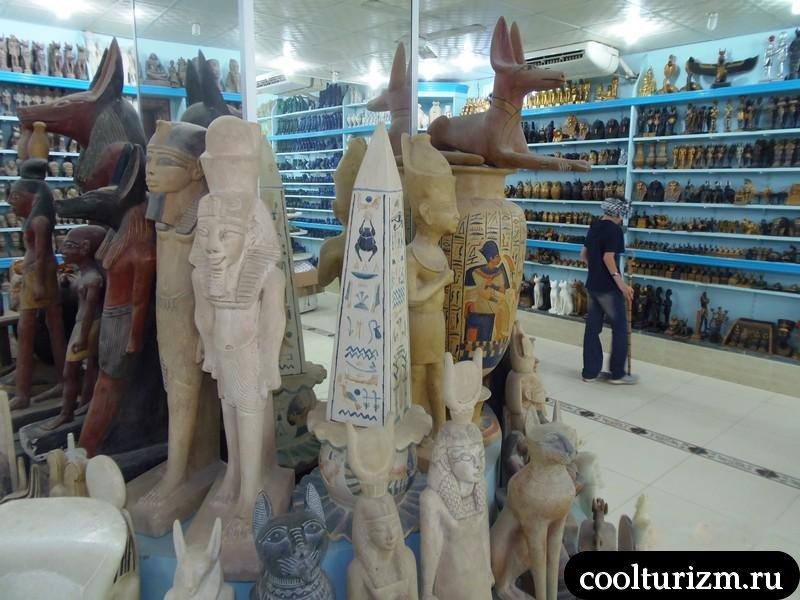 разные сувениры в Египте