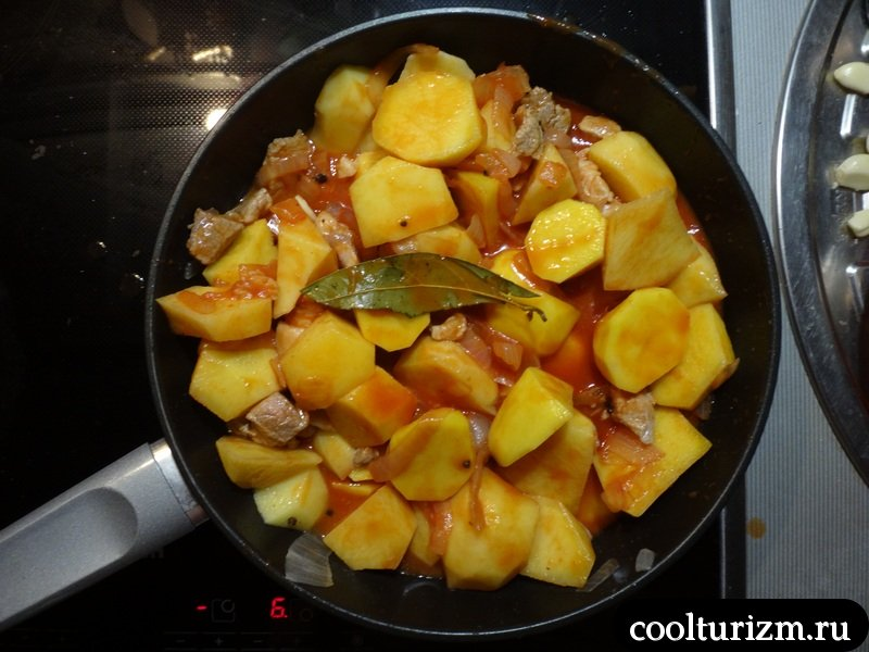 разводим томатную пасту на соус