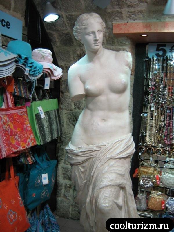 статуи в магазинах Родоса