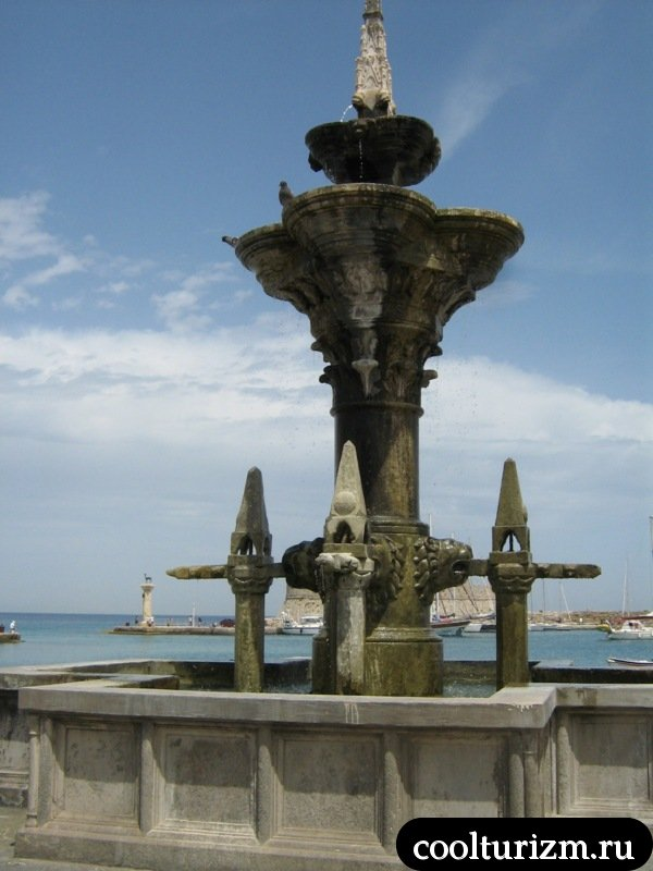 родос.фонтан на набережной у гавани
