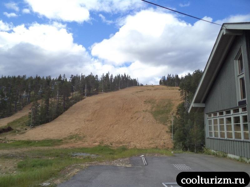 лыжный склон летом
