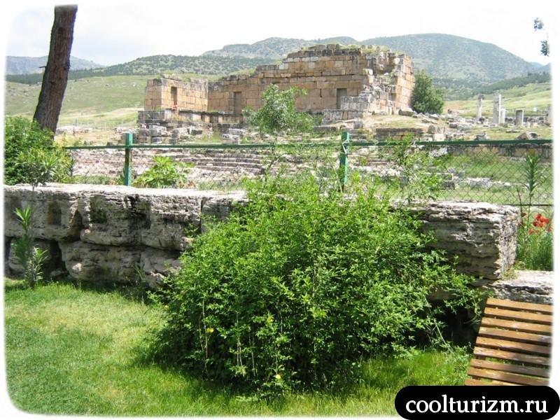 вид на развалины Иераполиса