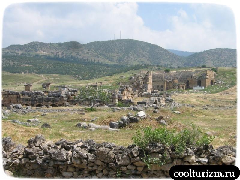 Иераполис по пути в амфитеатр