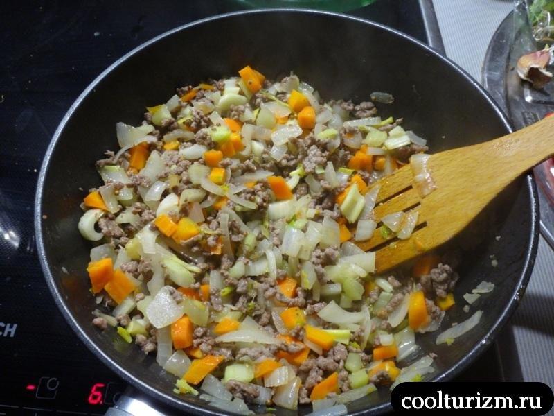 лазанья фарш и овощи тушим