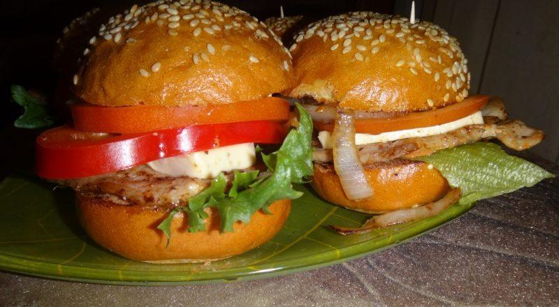 мини-гамбургеры с беконом