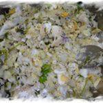 Салат из трески с яйцом и луком.