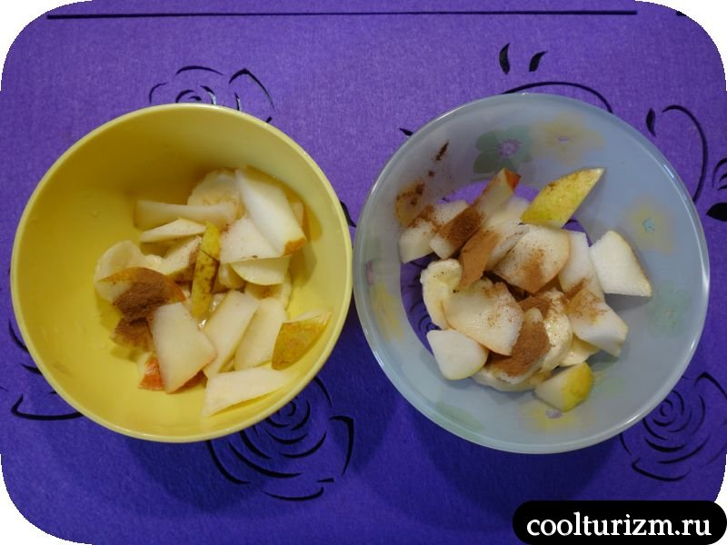 нарезаем фруктысыпем корицу