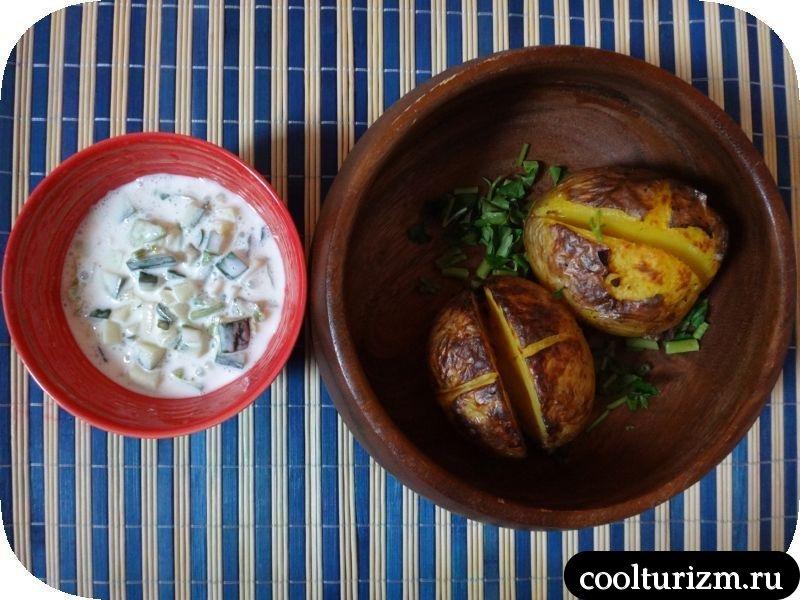 картошка с огуречным соусом цацыки