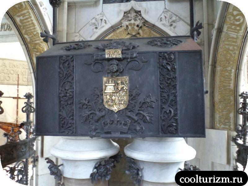 внутри маяка Колумба