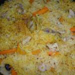 Домашний плов из курицы в сковородке-вок