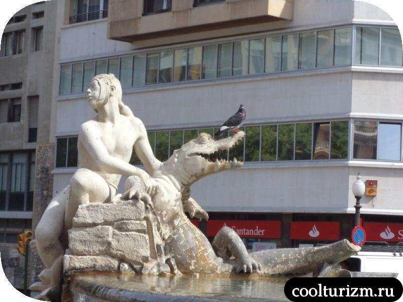 фонтан в центре Таррагоны Испания