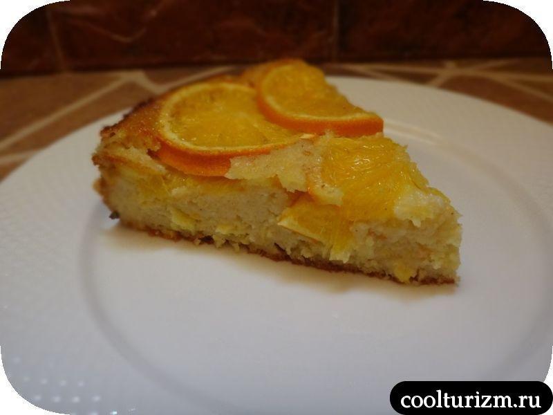 кусок пирога из апельсинов