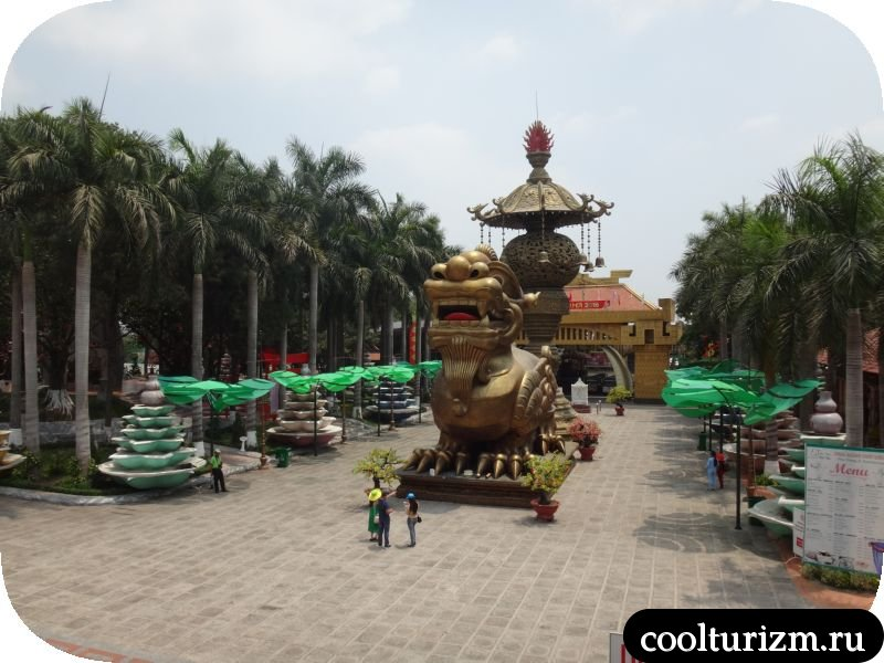 дракон при входе в парк Суой Тьен Вьетнам