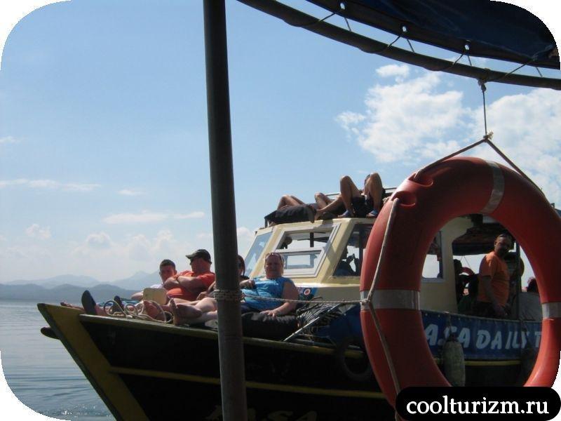 кораблик с конкурентами Турция