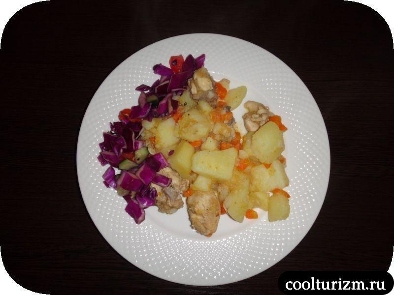 кура тушеная с картошкой готовы