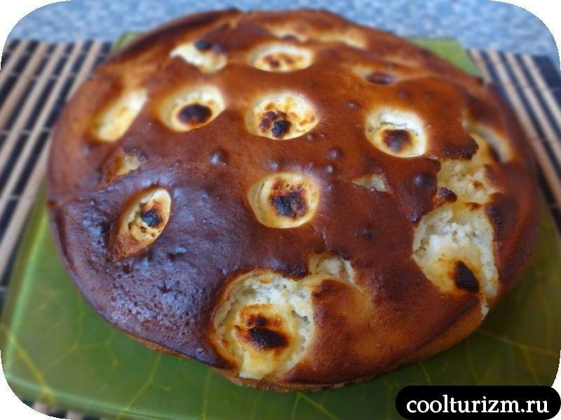 творожно сливовый пирог готов