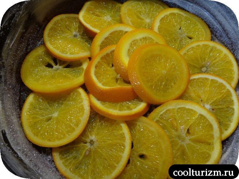 укладываем апельсины на дно