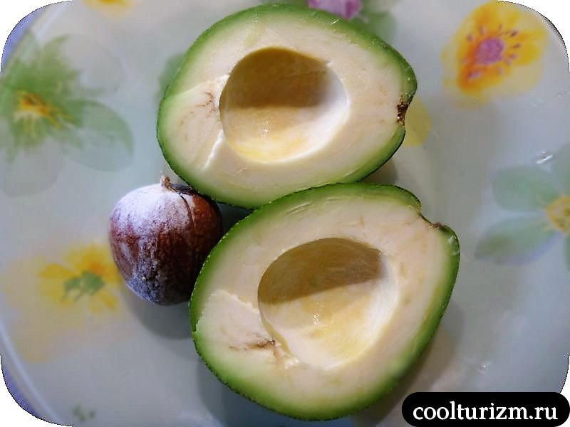 разрезаем авокадо