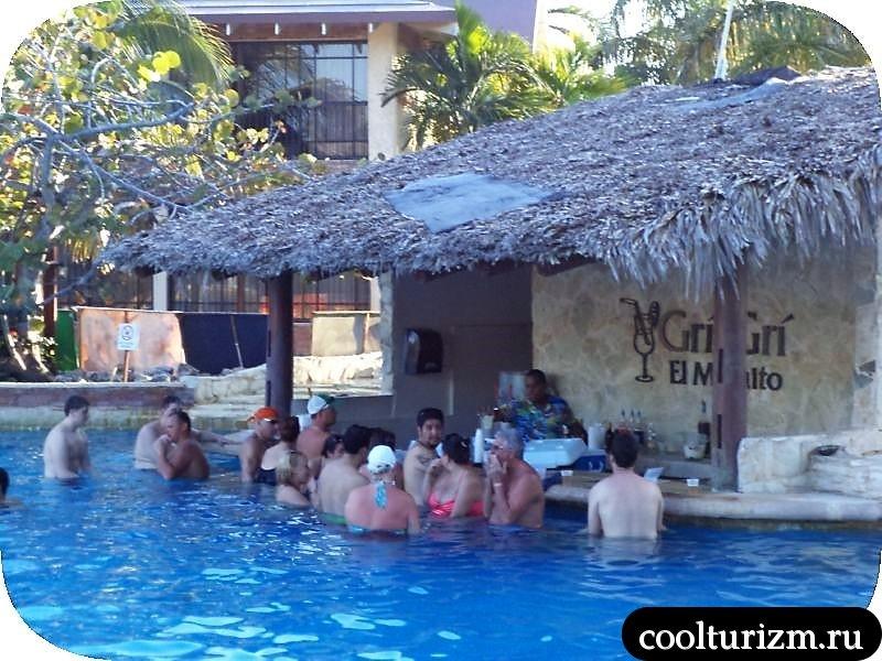 Пунта Кана бар в бассейне