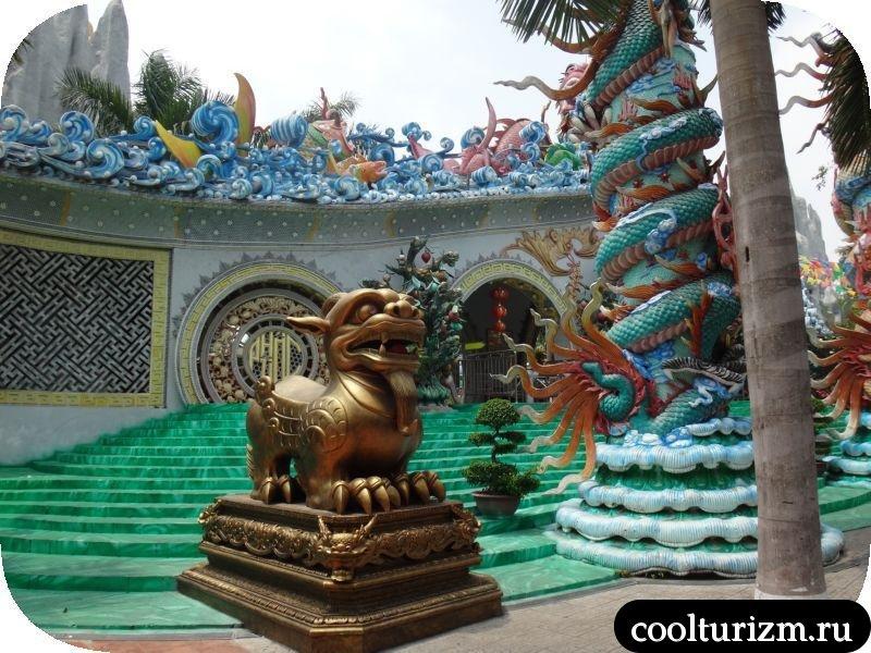 дракон при входе в аквапарк