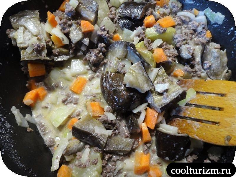 Молодая картошка с фаршем и овощами