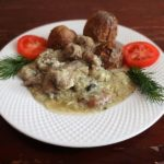 Мясное рагу в яичном соусе
