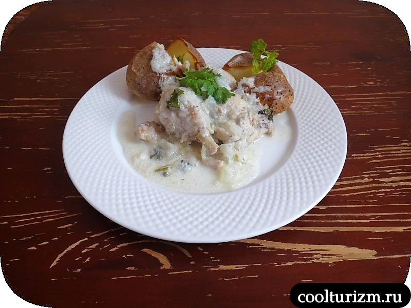 Курица в соусе из сметаны и лука