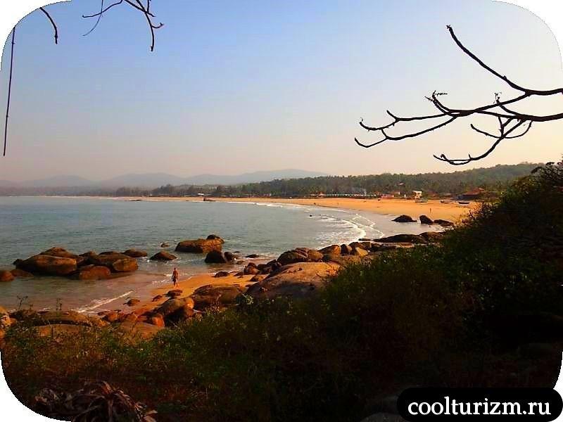 вид на пляж агонда бич
