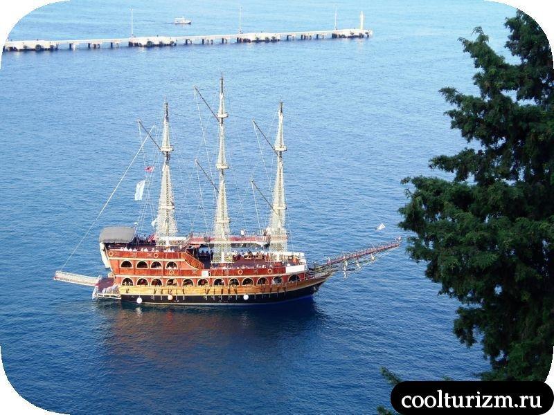 Красная Башня кораблики