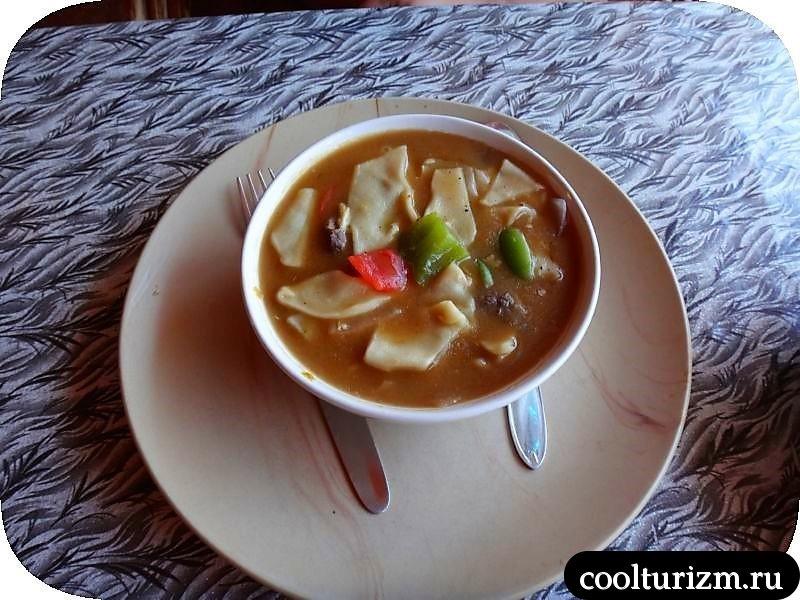индийская еда.праздник обжор в Гоа.суп в кафе