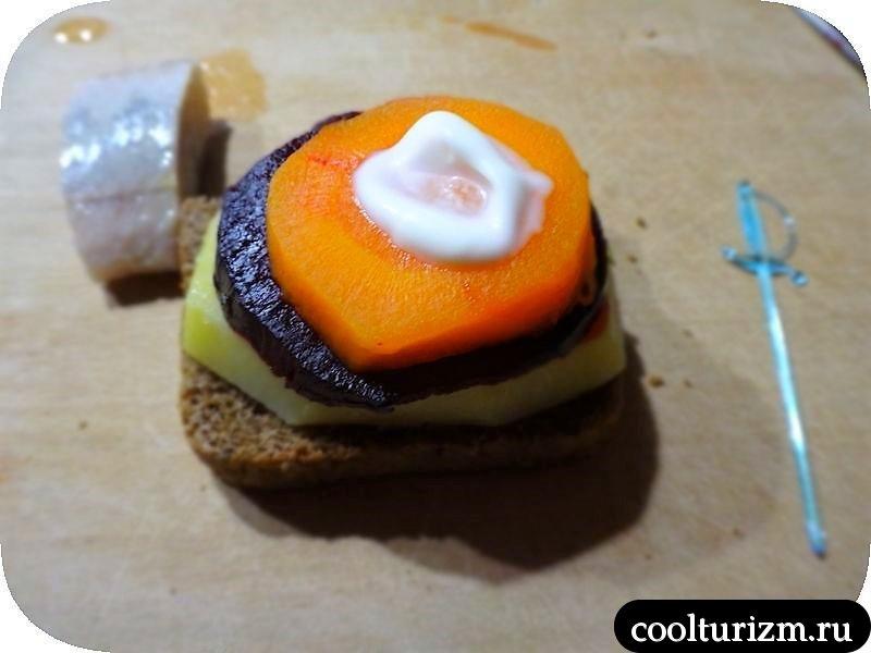 селёдка под шубой. бутерброд