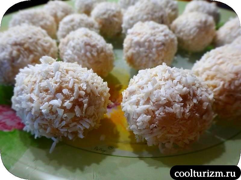 конфеты из творога.кокосовая стружка
