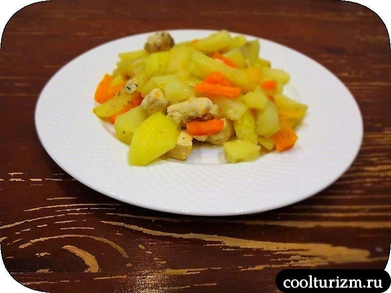 кура с картошкой, луком и морковью