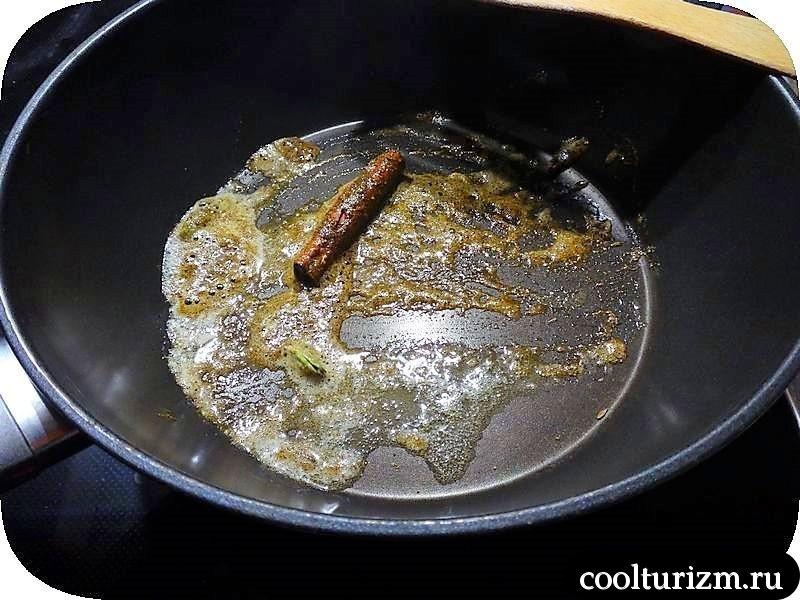 вегетарианское блюдо из тыквы и специй