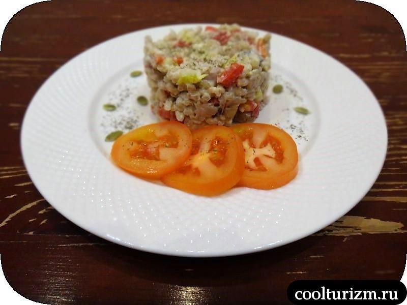 салат из селедки и перловки