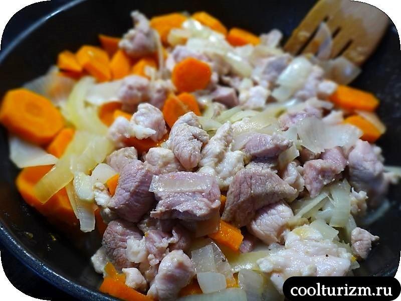 мясо с морковью с бешамелем